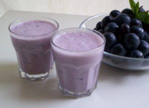 Blueberry with vanilla yogurt shake